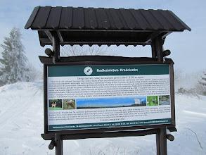 Photo: 20.Lubań-tablica informacyjna. Góra ma dwa wierzchołki o mniej więcej tej samej wysokości.