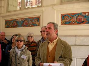 Photo: Mr De Barros évoque les céramiques d'Ousteau