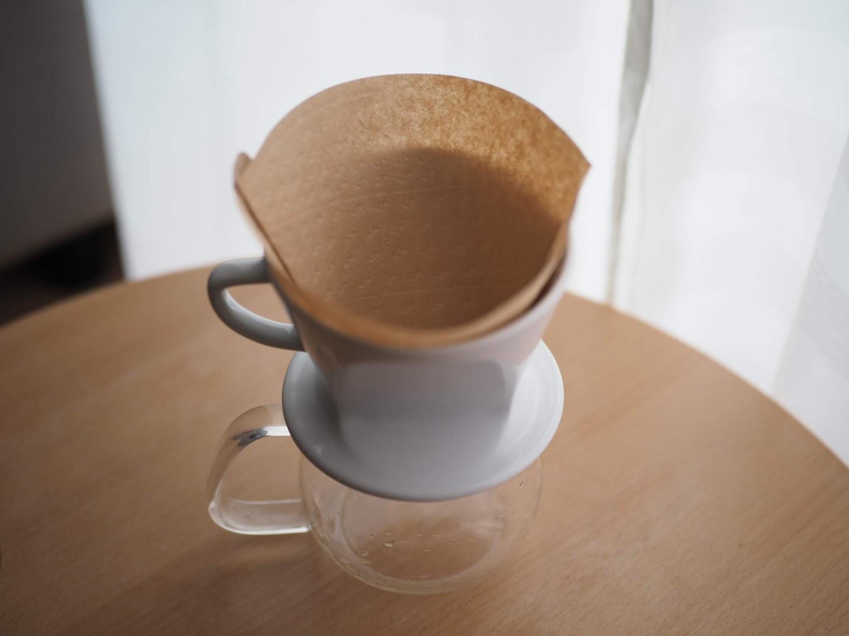 別のコーヒーサーバーにドリッパーとフィルターをセット