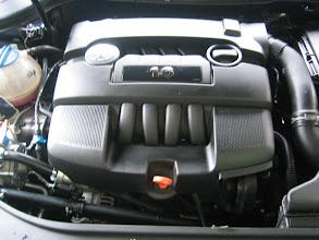 Photo: Motorraum mit Abdeckung