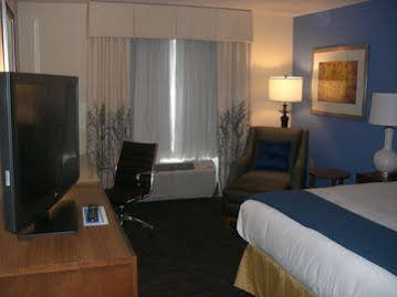 Holiday Inn Express and Suites Terra Haute