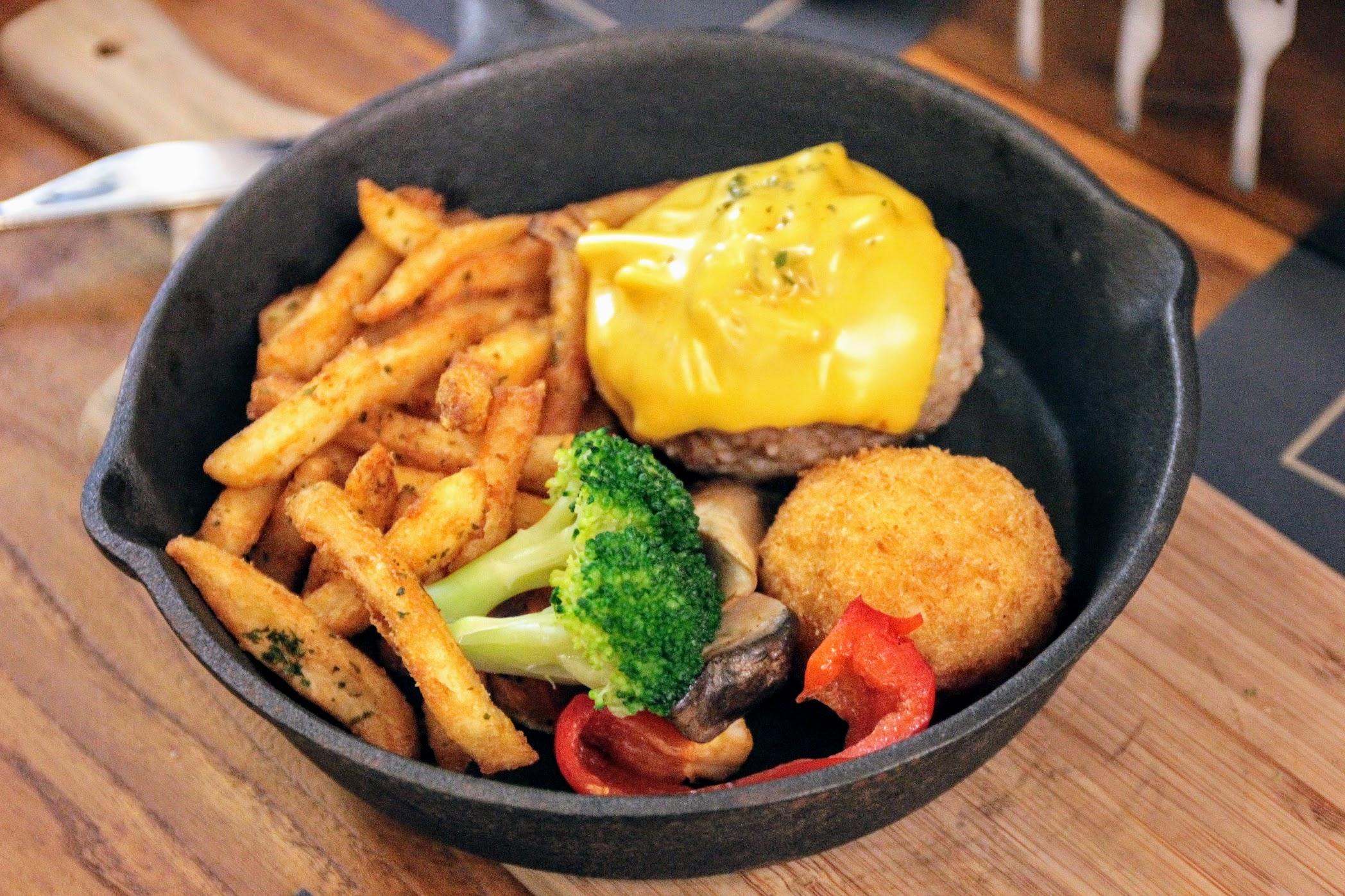 手作日式蕈菇豬肉漢堡排