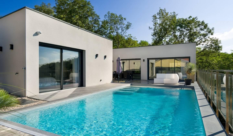 Maison avec piscine et terrasse Ternand
