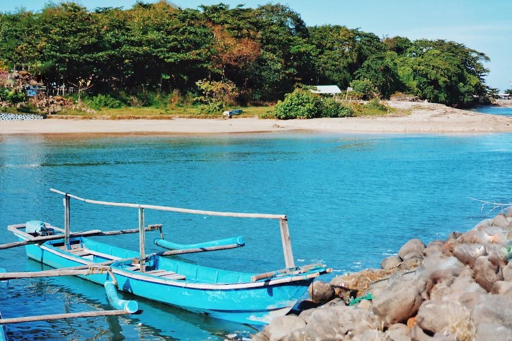 Naik perahu di Santolo
