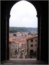 Photo: Vista desde la Catedral Le Puy-en-Velay. Auvernia ( Francia) http://www.viajesenfamilia.it/