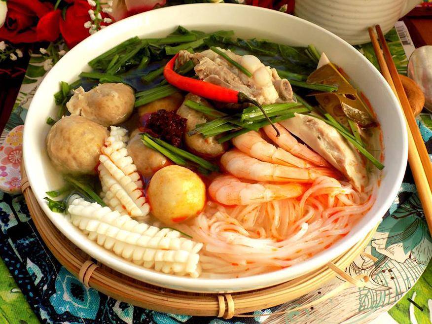 Đổi vị cuối tuần với món bún Thái hải sản siêu ngon