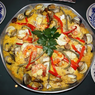 SPECTACULARLY DELICIOUS PAELLA.