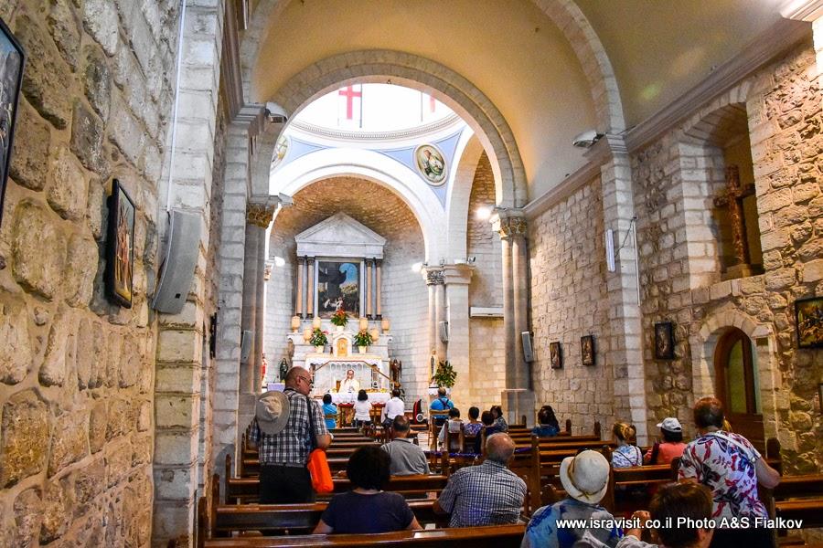 В церкви Венчания в Кане Галилейской. Экскурсии в Израиле.