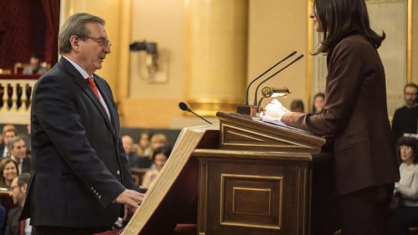 Fernando Martínez firmará hoy su renuncia como Senador por Almería.