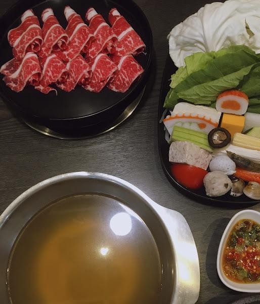 當天11:20入店點餐消費,雪花牛肉肉質鮮美無雜質,配菜新鮮質量滿足,消費價位平價,推薦!