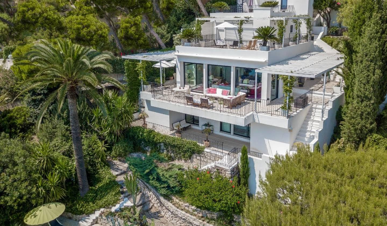 Villa avec piscine en bord de mer Eze