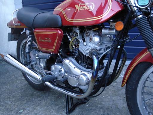 Norton Commando 750 Fastback restauré par Machines et Moteurs.