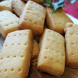 Cinnamon Honey Shortbread |.