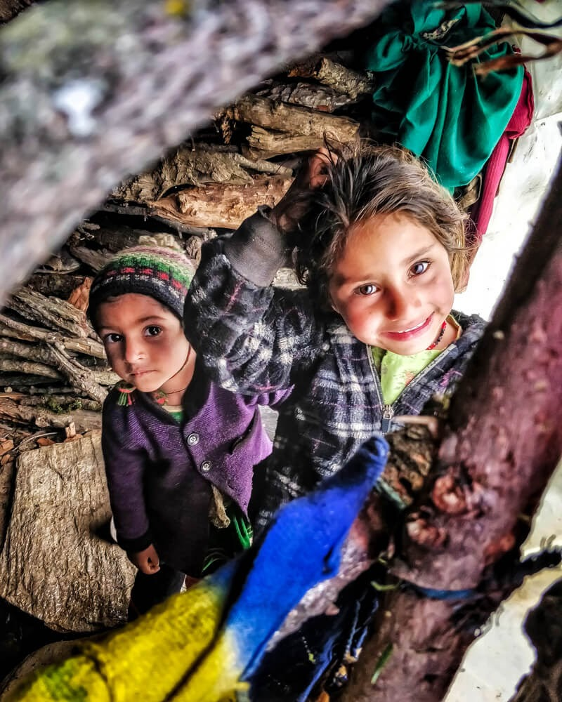 shepherd+girls+bunbuni+meadows+parvati+valley+himachal+pradesh