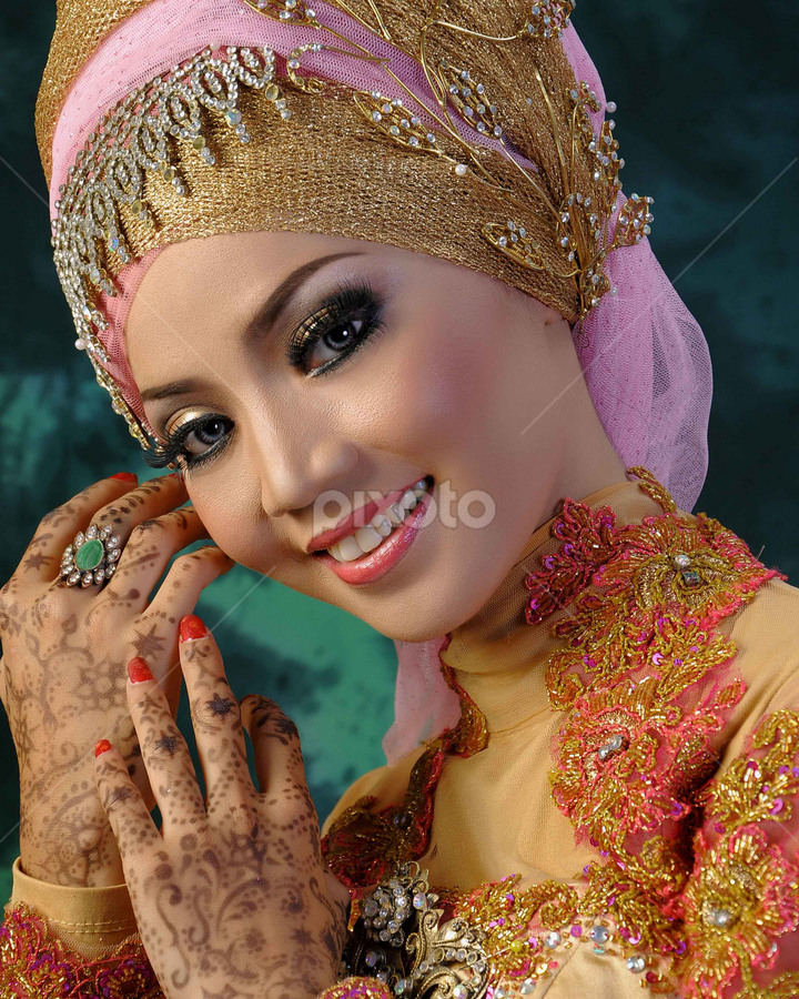 by Abus  Salim - People Portraits of Women