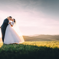 Wedding photographer Ľuboš Krahulec (luboskrahulec). Photo of 02.03.2016