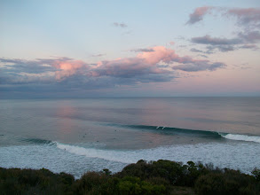 Photo: BELLS BEACH E I CENTO SURFISTI