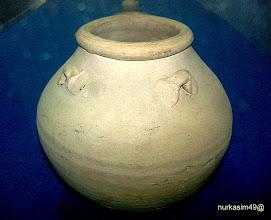 Photo: Guci keramik abad XIV. Koleksi Museum Mulawarman, Tenggarong, Kalimantan Timur. http://nurkasim49.blogspot.cz