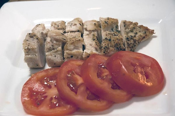 Add the tomatoes and chicken to a plate.