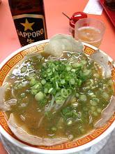 Photo: 神戸元町 もっこす花隈店 味噌だけどエビの出汁もよく出てるしチャーシューもでかくて柔らかいし青ネギたっぷりだしでいろいろ気に入った。