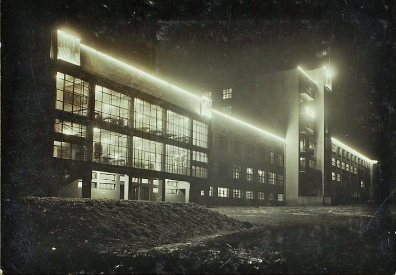 Побудовано зеками: Харківська прикордонна школа. Фото з сайту «Литфонд. Аукционный дом»