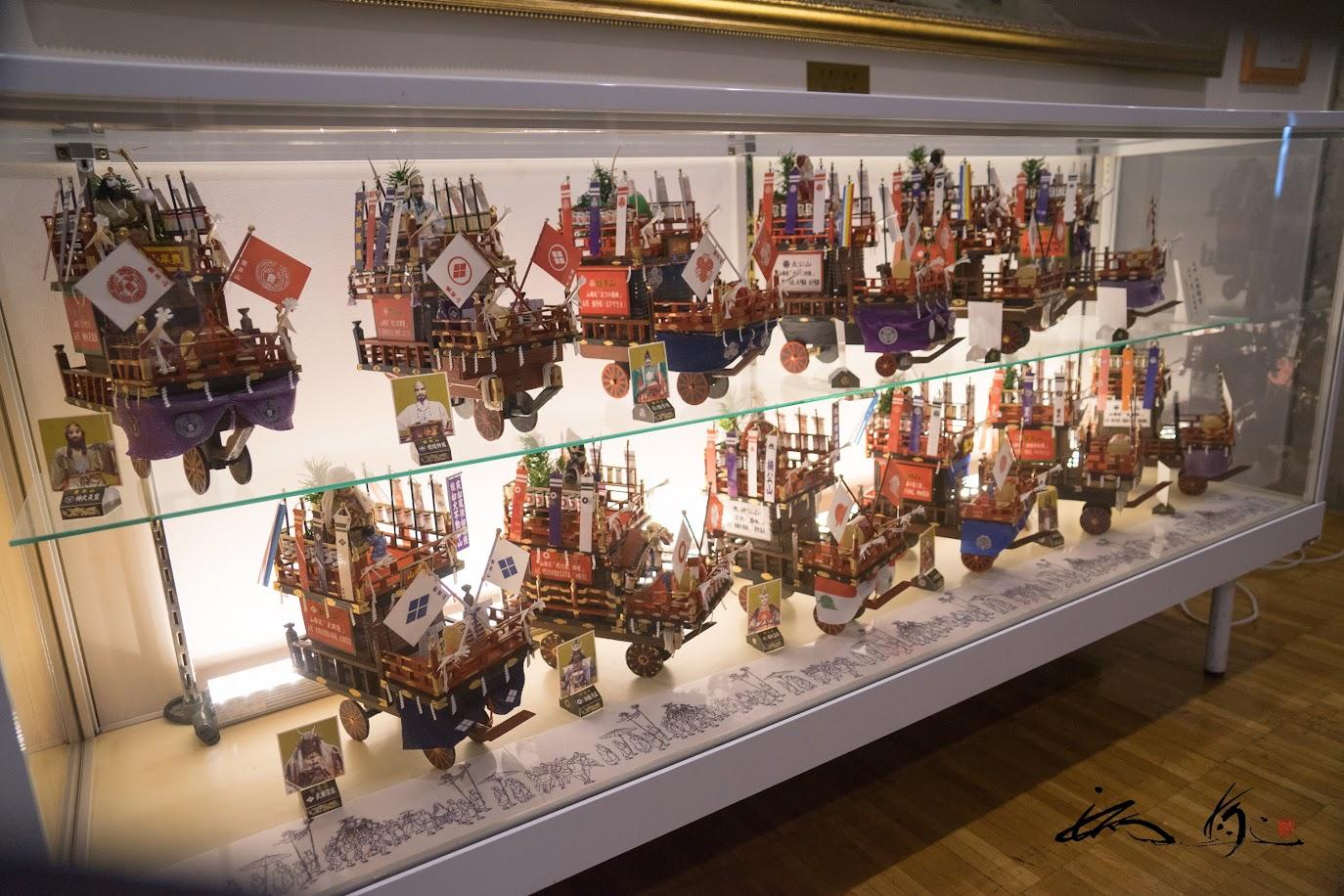 山車13台の模型
