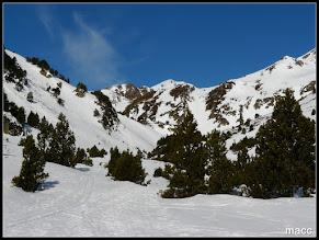 Photo: En el centro de la imagen asoma la altiva presencia del Pic de Serrera.