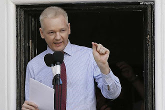 Photo: US poses a threat to freedom of speech: Julian Assange http://t.in.com/5rm9