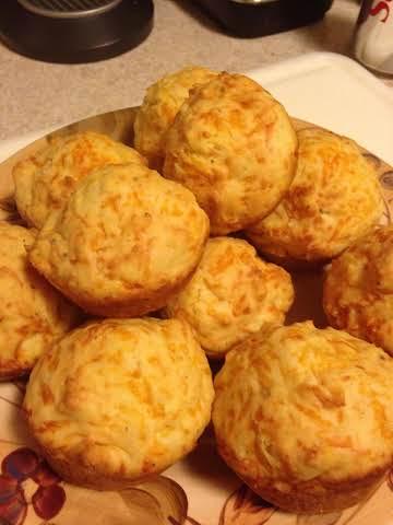 Spicy Cheddar Muffins