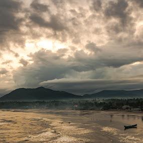 Sunrise by Ramakrishnan Sundaresan - Landscapes Beaches