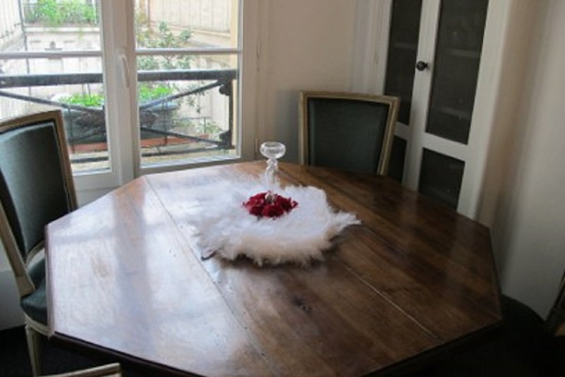Dining space at 2 Bedroom Apartment in Marais Charlot
