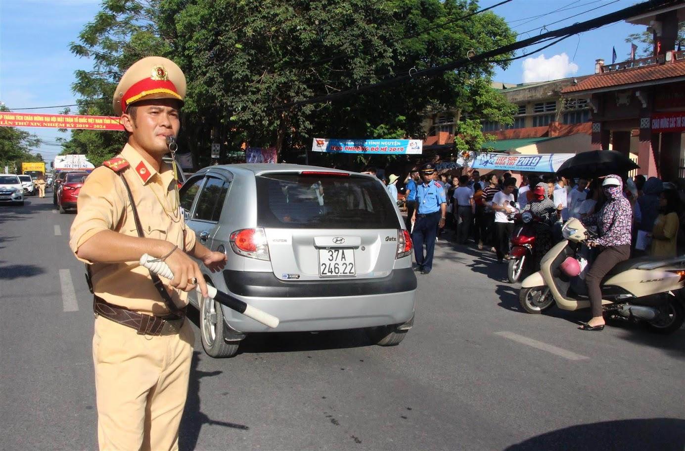 Lực lượng CSGT Công an tỉnh huy động tối đa lực lượng đảm bảo ATGT             trên địa bàn góp phần ngăn chặn ùn tắc giao thông