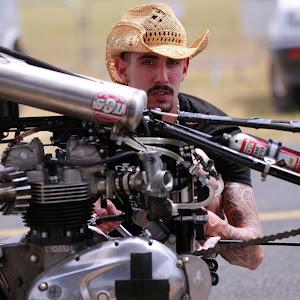 Adrien Lacaille mécanicien spécialiste en motos Anglaise classiques.