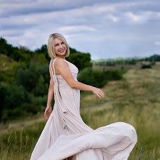 Wedding photographer Zoya Chernoknizhnaya (RosNika). Photo of 28.09.2015