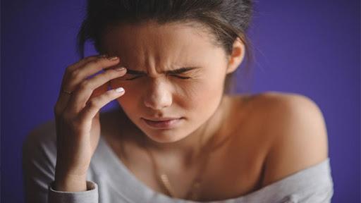 Hiện tượng đau đầu ti khi cho con bú và cách khắc phục