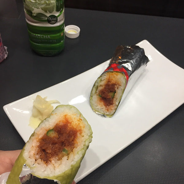 Spicy tuna with jalapeño burrito roll