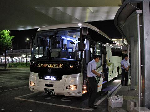 中国JRバス「グランドリーム横浜・東京2号」 1708 岡山駅西口改札中_01