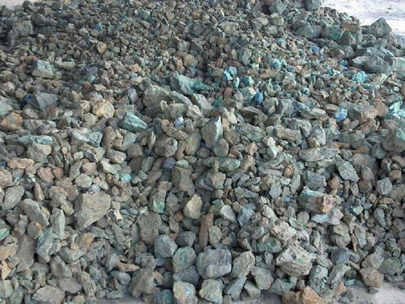 Sắt không có sẵn trong tự nhiên mà tồn tại dưới dạng quặng sắt