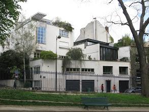 Photo: Vue sur une maison de la rue Emile Deutsch de la Meurthe qui borde la Parc Montsouris