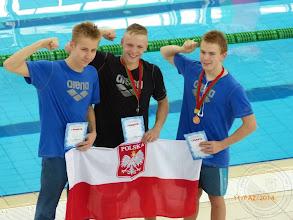 Photo: Międzynarodowe Zawody Pływackie w Brześciu - II miejsce w wieloboju T.Bocheń IIIc (w środku), VI miejsce P.Królik IIIc (z lewej), III miejsce W.Butkiewicz IIIc (z prawej).