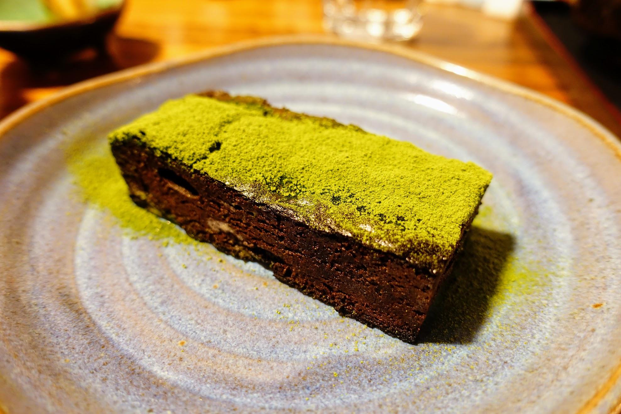 濃情巧克力蛋糕,是有熱度的布朗尼,跟前面幾個相比,這個是甜度較高的一個蛋糕啊