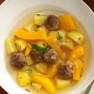 Kartoffel-Kürbis-Suppe mit Fleischbällchen