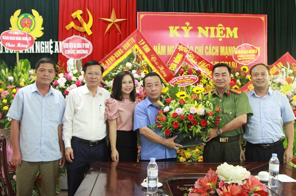 Huyện ủy - HĐND - UBND - UBMTTQ Huyện Yên Thành chúc mừng Báo Công an Nghệ An