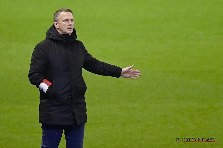"""John van den Brom: """"Tijdens de rust vroeg ik om te stoppen met die ballen weg te schieten"""""""