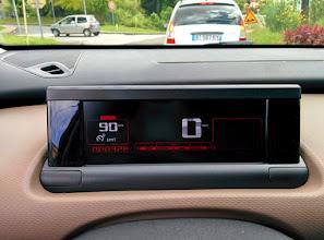 Photo: Écran de conduite limitateur vitesse