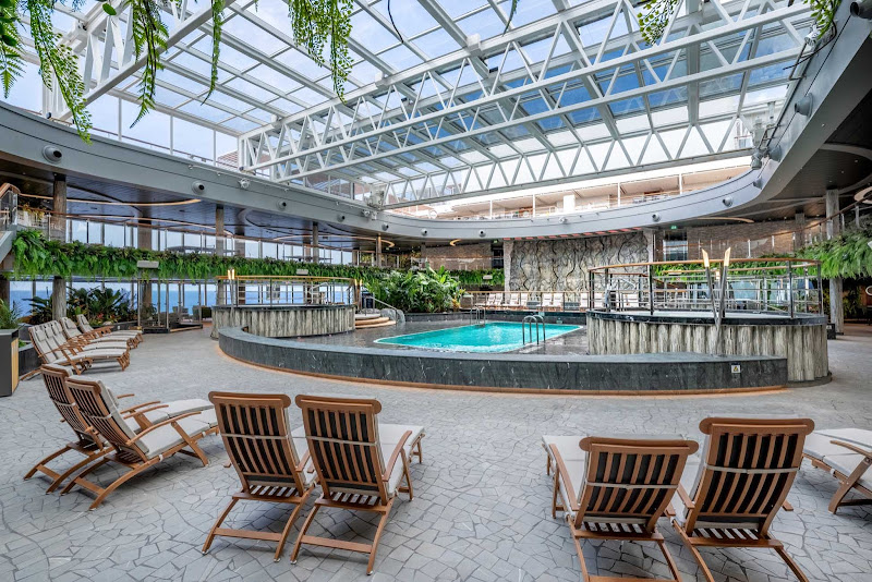 The Jungle Pool Lounge on MSC Seashore has a retractable roof so you can enjoy a dip in the pool in any weather.