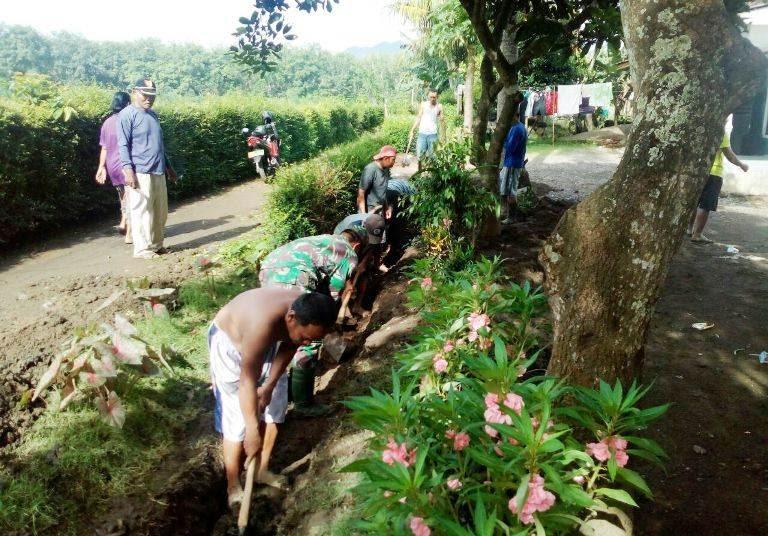Karya Bhakti TNI dan Masyarakat Di Jember