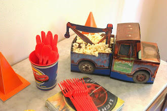 Photo: The Mater snack caddy is serving fresh popcorn.