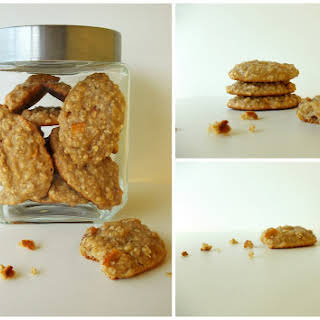 Oats Cookies With Apple And Dehydrated Peach.
