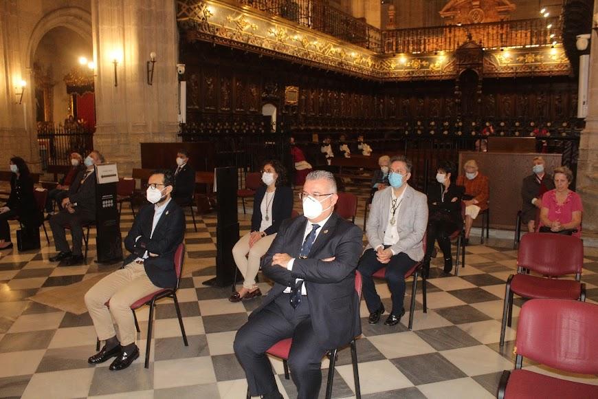 El presidente de la Agrupación de Cofradías y representantes de hermandades en la misa del Patrón de la Diócesis.
